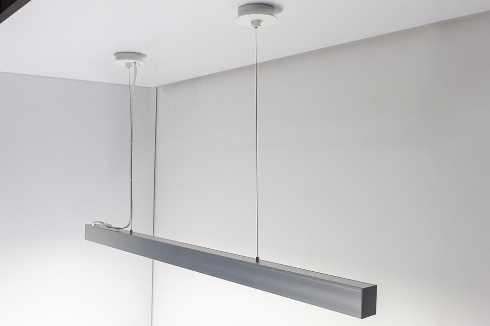 什器、造作、建築空間にフレキシブルにフィットするDNL PROFILE SYSTEMに、ライン照明を自由に配置できる専用吊具登場